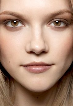 Best EYE CREAM Ingredients - 1) Hyaluronic Acid and Ceramides 2) Retinol 3) Neuropeptides 4) Vitamins C and E. See link for specific details ;o).