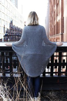 Chelsea Cape FREE knitting pattern by Two of Wands. Discover more FREE downloadable PDF patterns at Loveknitting. Knitted Cape Pattern, Knitting Patterns Free, Free Knitting, Free Pattern, Poncho Patterns, Knitting Sweaters, Pdf Patterns, Crochet Patterns, Cocoon Cardigan