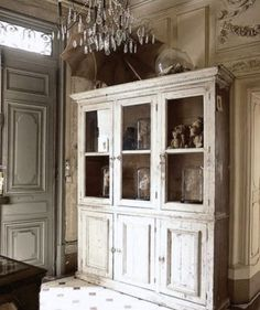 Love this - Fleaing France French Country Cottage, French Country Style, Cottage Style, French Decor, French Country Decorating, Beautiful Interiors, French Interiors, Historic Homes, Decoration