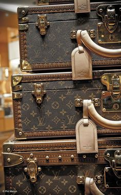 Some of my favorite pins of the week - I DIE for this vintage LV luggage!!! #travel