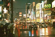 とある雨の夜の東京の景色を写した一枚の写真が海外掲示板で人気を集めていたのでご紹...