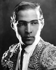 Rudolph Valentino inBlood and Sand, 1922.