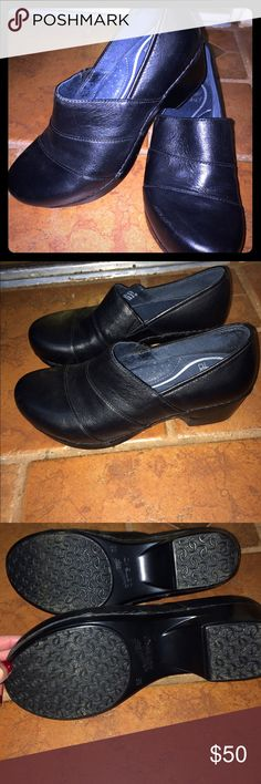 Dressy Dansko Clogs great condition! ❤️☃️ Great leather Dansko clogs. Style is called Tenley! Has a slightly more tapered toe compared to traditional danskos, so would work well for those that need a dressier pair. I love these but don't wear them enough. Literally wore them maybe twice and stayed in my closet for over a year. They are light weight and has wonderful support. Highly recommend for those on their feet a lot! Dansko Shoes Mules & Clogs
