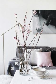 Pink and grey spring in our home - Tine K Home bowl, cushion, moroccan pouf and Pia Wallén blanket
