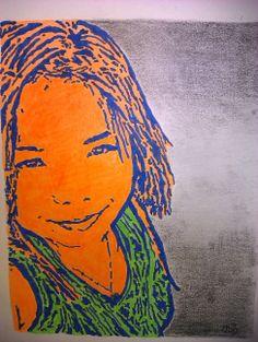 Joven retratada con acrílico y carboncillo sobre lienzo.