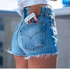 Le Fashion: 35 Shots That Prove Levi's Jeans Make Your Butt Look Amazing Summer Shorts Outfits, Short Outfits, Chic Outfits, Fall Outfits, Fashion Outfits, Summer Jeans, Style Fashion, Womens Fashion, Levi's Shorts