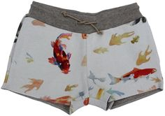 Bellerose - short vissen - Dikke molton short met een geweldig leuke print van vissen. Lurex aansnoerlint in de taille en steekzakken. Samenstelling: 100% katoen.