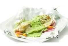 Prepara nuestra receta para preparar un delicioso y ligero filete de pescado empapelado que te encantará. ¡Tus platillos de ricos a deliciosos!