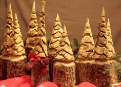 Satz von 9 Chainsaw Carved Pine Trees  von CustomWoodCarvings, $125.00