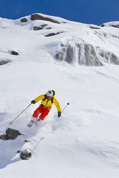 Val Thorens skier - powder