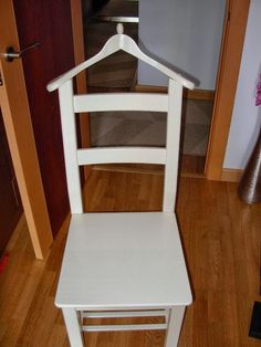Una silla IVAR convertida en galán de noche | MI LLAVE ALLEN Valet Stand, Upcycled Furniture, Diy Furniture, Painted Furniture, Diy Home Crafts, Organization Hacks, Diy Projects To Try, Floor Chair, Ikea