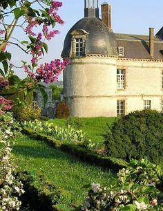 Taste Champagne in luxury at Chateau d'Etoges