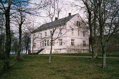 Tjøtta gård, Parkveien 7, 8860 Tjøtta, Norway Norway, Cabin, Mansions, House Styles, Home Decor, Velvet, Pictures, Decoration Home, Manor Houses