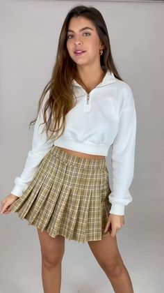 Hollywood Model, White Mini Dress, Fashion Updates, Teenager Outfits, Plaid Skirts, Fashion Studio, Beautiful Asian Girls, Short Skirts, Pleated Skirt