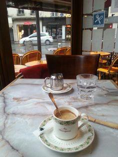 Le sauvignon. Rue du Four. Avant la grosse journée de visites...et pour se réconforter malgré cette pluie incessante....