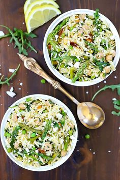 This Spring Orzo Salad is a beautiful orzo pasta salad filled with orzo, asparagus, toasted almonds, arugula, feta cheese and peas tossed with a delicious vinaigrette. You won't be able to resist it! It's the perfect salad for spring and summer! Mayo Pasta Salad Recipes, Salad Recipes Video, Salad Recipes For Dinner, Healthy Salad Recipes, Yummy Recipes, Vegetarian Recipes, Sin Gluten, Quinoa, Cooking