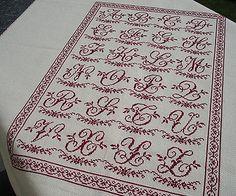 Marquoir rouge brodé en point de croix avec alphabet Sajou, nomé Alphabet de Brocante de Clorami Designs