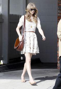 Taylor Swift wearing an Anthropologie dress (love!) and a Ralph Lauren cross-body bag. Soo cute