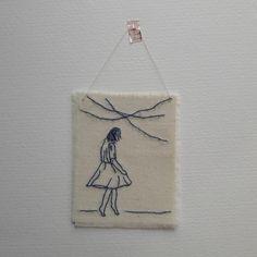 Broderie - Trois petits riens - Petite bonne femme qui danse - broderie minimaliste -  embroidery - broderie moderne