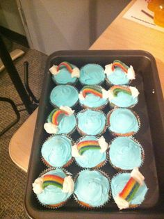 These are so cute! I love it over the rainbow cupcakes that I MUST make!