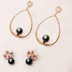 Practical and statement earrings that will take you from day to night.  . . . . #earrings #earringsoftheday #blackpearls #blackpearl #tahitianpearls #jewelrydesigner #hoopearrings #statementearrings #bold #beauthent