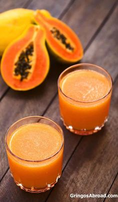 Taking a trip to Ecuador? Or maybe just looking for some classic latino flavors? Here are Ecuador beverages to check out: colada de avena, chicha, pilsner, morocho. Fruit Drinks, Smoothie Drinks, Fruit Smoothies, Smoothie Recipes, Papaya Juice Recipe, Papaya Smoothie, Papaya Recipes Cake, Horchata, Fresh Juice Recipes