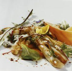 Salad knives  INGREDIENTS FOR FOUR PEOPLE. 1kg knives. ansalada herbs. 1 glass of Albariño wine. 3 sticks of lemon grass. vinegar. virgin olive oil. salt. cooking: 25 minutes