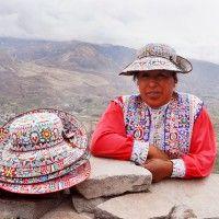 Femme de la vallée en costume traditionnel - click to enlarge