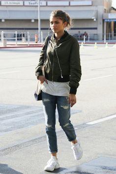 Zendaya at Burbank Airport, California Tumblr Outfits, Indie Outfits, Retro Outfits, Style Outfits, Grunge Outfits, Winter Outfits, Vintage Outfits, Cute Outfits, Casual Outfits