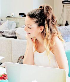 Zoe Sugg - Zoella i love he so much! British Youtubers, Best Youtubers, Pretty People, Beautiful People, Zoe Sugg, Zoella, Le Jolie, Girl Online, Celebs