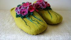 Womens handmade wool felted slippers made of high quality sheep wool in the technique of wet felting. Woolen shoes stitched by natural leather. These kind of slippers are comfortable and eco-friendly. Sheep wool is known to be a natural temperature regulator, it maintains your natural body