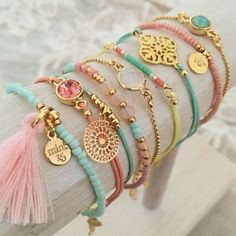 Pastel Power Tassel Bracelet - such an awesome artist! Bracelets Diy, Tassel Bracelet, Handmade Bracelets, Handmade Jewelry, Pandora Bracelets, Summer Bracelets, Making Bracelets, Couple Bracelets, Pearl Necklaces