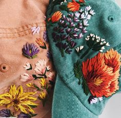 Embroidered Hats Adorned in Beautiful Blooms by Lexi Mire Floral Embroidery, Cross Stitch Embroidery, Embroidery Patterns, Hand Embroidery, Unique Outfits, Pretty Outfits, Pretty Clothes, Bone Bordado, Embroidered Caps