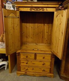 PINE WARDROBE / 2 DOOR / 4 DRAWER / SOLID WOOD / ORNATE / BEDROOM / STORAGE