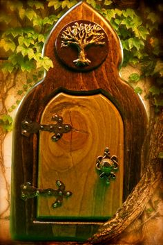 Tree of Life Fairy Door-I have an ivy covered stump in my backyard that this would look fit perfectly. Fairy Garden Doors, Fairy Doors, Fairy Tree, Fairy Crafts, Gnome House, Enchanted Garden, Miniature Fairy Gardens, Fairy Land, Fairy Houses