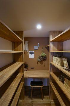 オープンハウス – chelsea – – 名古屋市の住宅設計事務所 フィールド平野一級建築士事務所 Storage Room, Bookcase, Loft, Shelves, Kitchen, Furniture, Home Decor, Instagram, Architecture