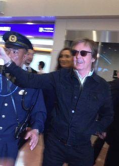 PAUL ON THE RUN: PAUL McCARTNEY ON THE RUN TO JAPAN . . . AGAIN