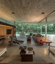 Modern concrete and glass dwelling in Brazil: Redux House