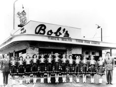 Bob's Big Boy Restaurant opened in Burbank 1940 and was located at 624 S. From left to right: Arnold Peterson, car hops, and Bob Wian. Burbank California, California History, Southern California, Vintage California, Vintage Diner, Vintage Restaurant, Restaurant History, 50s Diner, Restaurant Signs