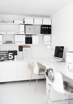 Nice 40 Cozy Monochrome Home Office Decor Ideas https://toparchitecture.net/2018/03/05/40-cozy-monochrome-home-office-decor-ideas/