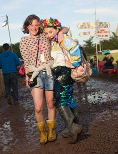 When it rains. Fashion, hairstyles, make up and outfits. Summer Music Festival Photography. Crowd, stage, food, outfits and more. | Glastonbury. Raining