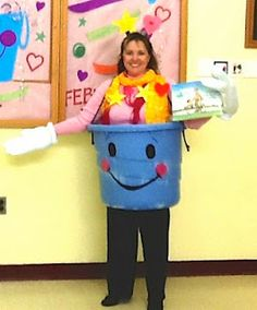 This principal dressed up as a bucket filler.  Too cute!