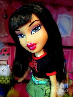 Bratz Strut It Jade by Georgia's Art Brush Bratz Doll Makeup, Bratz Doll Outfits, Cute Profile Pictures, Cartoon Profile Pics, Bratz Movie, Black Bratz Doll, Brat Doll, Bratz Girls, Enchanted Doll