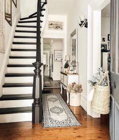 Old house stairs beautiful 69 Ideas Painted Staircases, Painted Stairs, Grand Entryway, Entryway Decor, Old School House, Staircase Makeover, House Stairs, Hallway Decorating, Old House Decorating