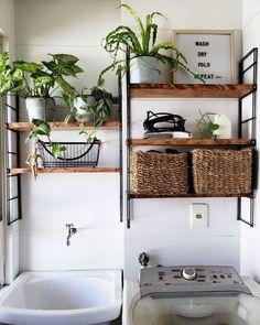 Lavanderia pequena: 6 dicas e 70 inspirações para planejar a sua Laundry Decor, Laundry Room Design, Welcome To My House, Style At Home, Home Fashion, Home Accessories, Diy Home Decor, Room Decor, Kitchen Decor