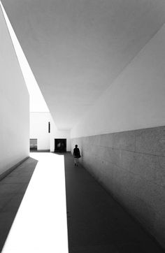 Serralves Museum, Porto, Portugal, by Alvaro Siza Vieira. Minimal Photography, White Photography, Light Luz, A As Architecture, Contemporary Architecture, Contemporary Art, Light And Space, Ansel Adams, Jolie Photo