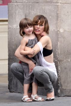 Do or Don't: Matching Mother/Daughter Haircuts (You HAVE To See This Pic Of Milla Jovovich Before You Decide!): Girls in the Beauty Department