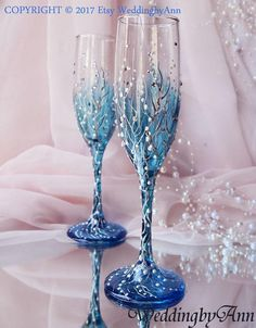 Winter Wedding Flues Blue Wedding Glasses Wedding Champagne - Life with Alyda Wedding Wine Glasses, Diy Wine Glasses, Decorated Wine Glasses, Wedding Champagne Flutes, Painted Wine Glasses, Bridal Glasses, Wedding Bottles, Champagne Glasses, Wedding Gifts For Bride And Groom