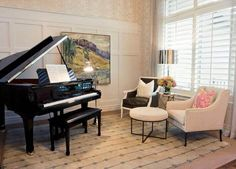 Small spaces can still embrace a baby grand piano with a few interior design tricks put to use.   By limiting oversized furniture and deftly using patterns and textures to move the eye, a small room with a small grand can look natural and organic, made for each other. Piano Room Decor, Grand Piano Room, Music Studio Decor, Home Studio Music, House Music, Room Interior, Interior Design, Piano Living Rooms, Home Music Rooms