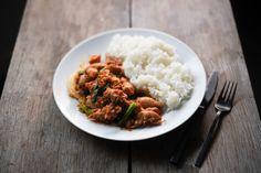 Vietnamese Spicy Lemongrass Chicken (Gà Xào Sả Ớt) - Hungry Huy One Pot Dishes, One Pot Meals, Main Dishes, Vietnamese Cuisine, Vietnamese Recipes, Chicken Marinades, Chicken Recipes, Coconut Fish, Mango Salad